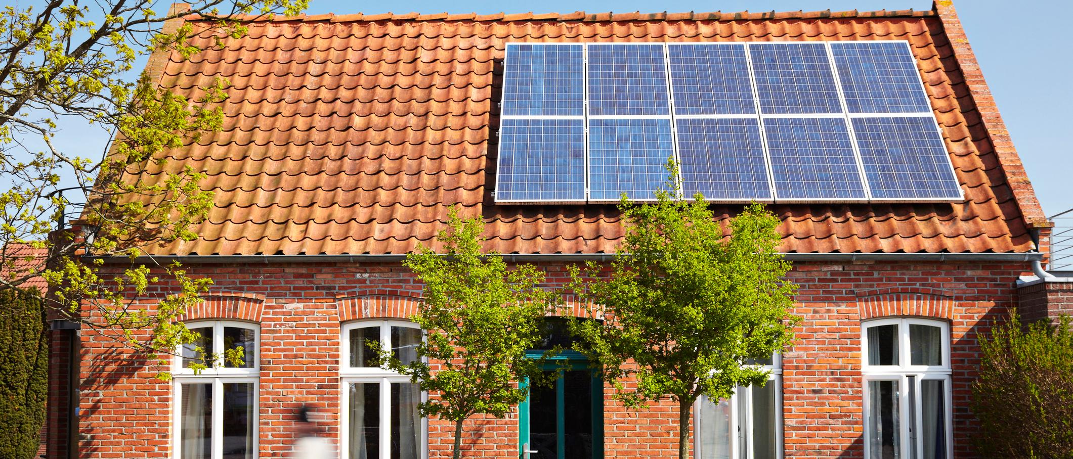 casa allestita con pannelli fotovoltaici